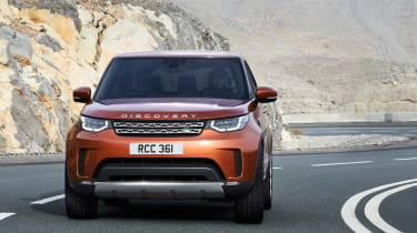 Land Rover Discovery 2017 - official road cornering