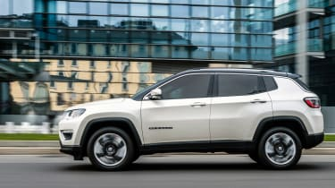 2017 Jeep Compass - side motion
