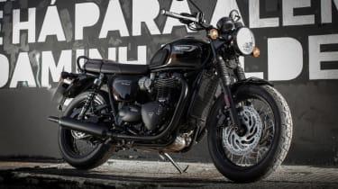 Triumph Bonneville T120 review - black
