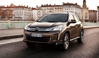 Citroen C4 Aircross front tracking