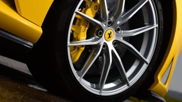 Ferrari 812 Superfast - wheel