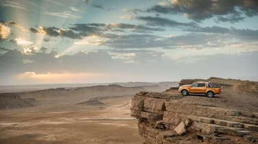 Nissan NP300 Navara pick-up dune - Gara Medouar summit
