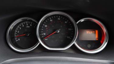 Dacia Sandero - dials