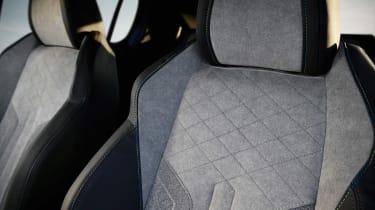Peugeot 208 - seats