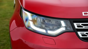 Land Rover Discovery - front light detail