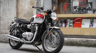 Triumph Bonneville T120 review - parked
