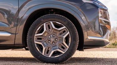 Hyundai Santa Fe Hybrid - wheel