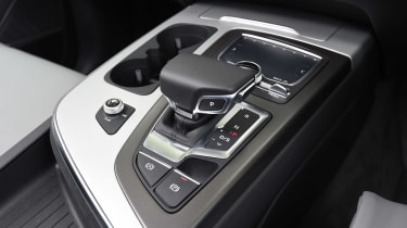 Audi Q7 e-tron - centre console