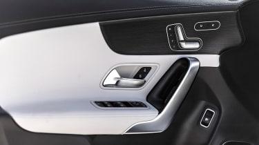 Mercedes CLA - door