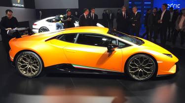 Lamborghini Huracan Performante show - side