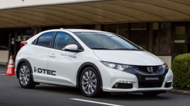 Honda Civic 1.6 i-DTEC front three-quarters
