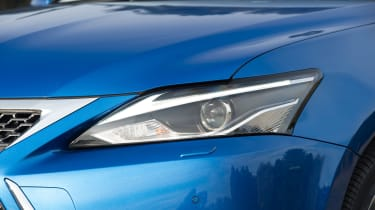 Lexus CT 200h - front light detail