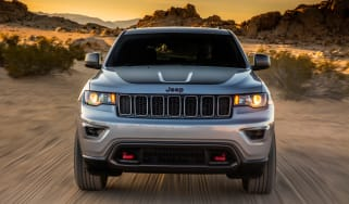 Jeep Grand Cherokee Trailhawk - front tracking