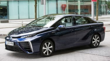 Toyota Mirai - front/side