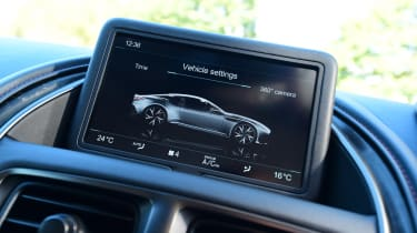 Aston Martin DBS Superleggera - infotainment