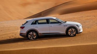 Audi e-tron - side