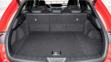 Lexus UX - boot