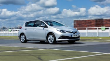 Toyota Auris Hybrid 2016 - front tracking 3