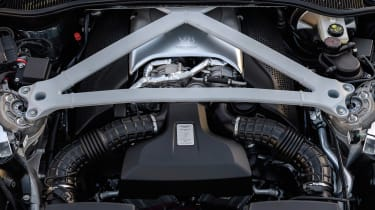 Aston Martin DB11 V8 - engine