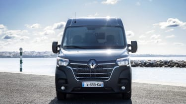 2019 Renault Master front