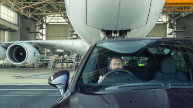 Porsche Cayenne pulls Airbus A380 - close-up