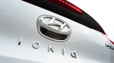 Hyundai IONIQ hybrid 2016 UK - badge