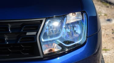 Dacia Duster facelift - front light detail