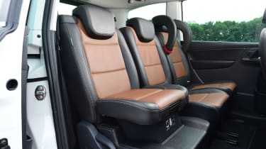 SEAT Alhambra - booster seat