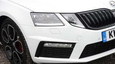 Skoda Octavia vRS 245 - front light