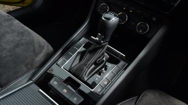 Skoda Superb Sportline - gear stick