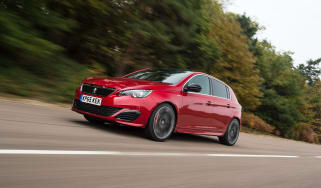 Peugeot 308 GTi front tracking