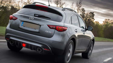 Infiniti QX70 Ultimate - rear tracking