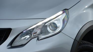 Peugeot 2008 - headlight