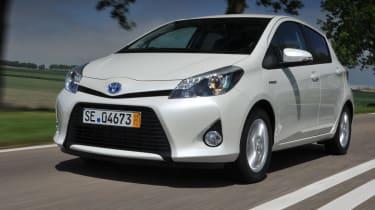 Toyota Yaris Hybrid front tracking