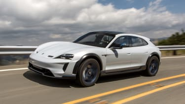 Porsche Mission E Cross Turimso - front tracking