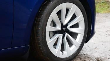 Tesla Model 3 Long Range - wheel