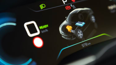 Peugeot 508 Hybrid - dials detail