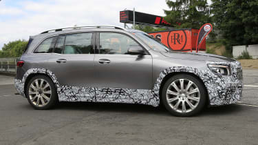 Mercedes-AMG GLB 45 - spied side 3/4 tracking