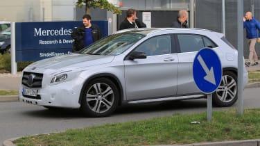 Mercedes GLA facelift 2017 spied 5