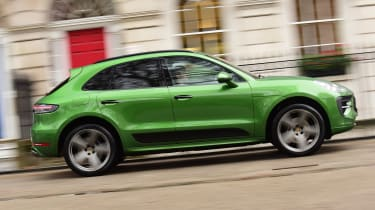 Porsche Macan - side tracking