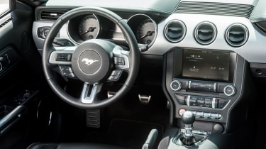 Ford Mustang Convertible - dashboard