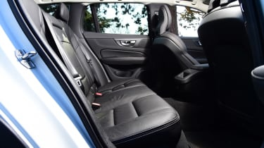 Volvo V60 Cross Country - rear seats