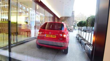 Suzuki Ignis - rear