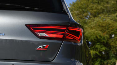 SEAT Leon ST Cupra 300 Carbon Edition - taillight