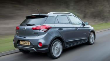 Hyundai i20 Active 2016 - rear trackng