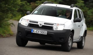 Dacia Duster Access front tracking