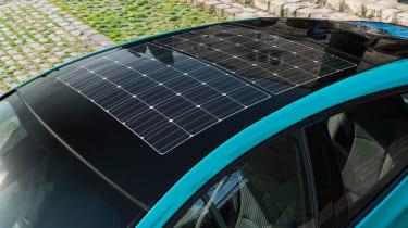 Toyota Prius Plug-In 2017 - solar roof