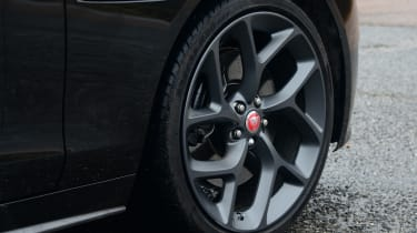 Jaguar XE 300 Sport - wheel