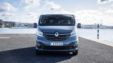 2019 Renault Trafic front