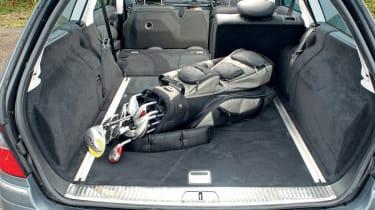 Mercedes E220 CDI boot